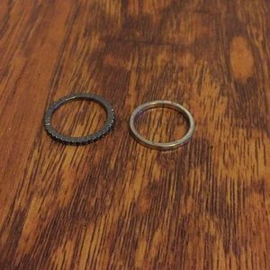 Jewelry - 2 simple band rings